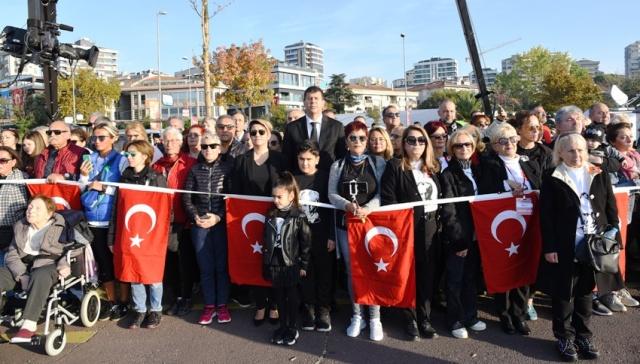KADIKÖY'DE 'ATA'YA SAYGI ZİNCİRİ'