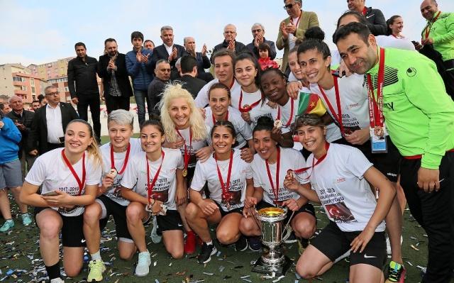 Ataşehir Bayan Futbol Takımı Şampiyon Oldu 2018