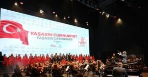 SULTAN AHMET MEYDANIINDA COŞKULU CUMHURİYET KUTLAMASI
