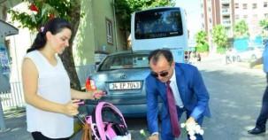 Ataşehir Belediye Zabıtasından  Karanfilli Kutlama