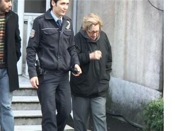 Yaşlı kadından kapkaç yaptığı paraları sayarken yakalandı