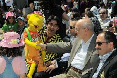 Beykoz'da çocuk şenliği Egemen Bağış ve İbrahim Kutluay Çocuk şenliğine katıldı