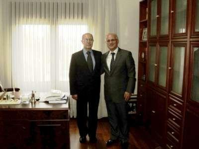 Başkan ödülünü 10. Cumhurbaşkanı Ahmet Necdet Sezer'e bizzat verdi