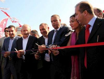CHP Genel Başkanı  Kılıçdaroğlu, Ataşehir Belediye Başkanı Battal İlgezdi ile Nazım Hikmet Parkını açtı