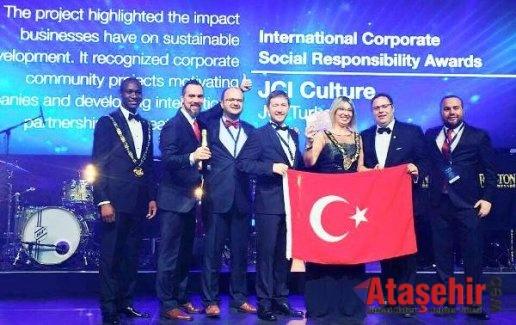 Uluslararası Genç Liderler ve Girişimciler Avrupa'da Türk bayrağını dalgalandırdı