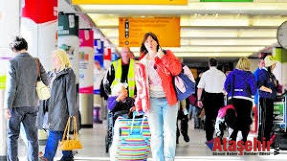 Ruslar Türkiye tatili için tarifeli uçuşlara akın etti