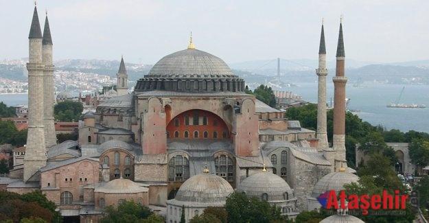 Ayasofya'da Okunan Ezan Yunanistan'ı Kızdırdı