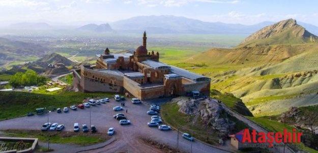 İshak Paşa Sarayı'na turist ilgisi
