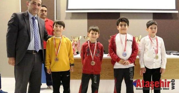 Şehit Ömer Halisdemir Sezonu Satranç Turnuvasında Kazanlar Belli Oldu