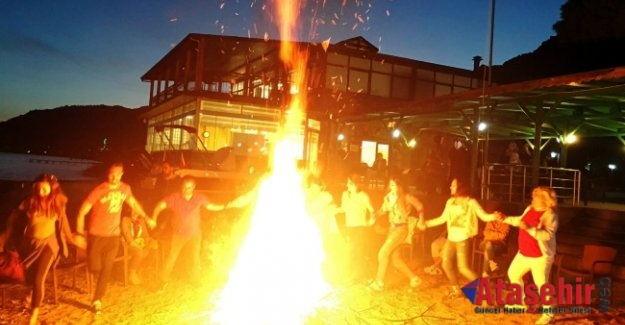 Kaz Dağları'nın Eteğinde Kamp Ateşi