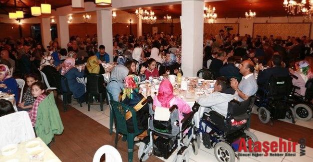 Ümraniye'de Yaşlılar ve Engelliler İftarda Buluştu