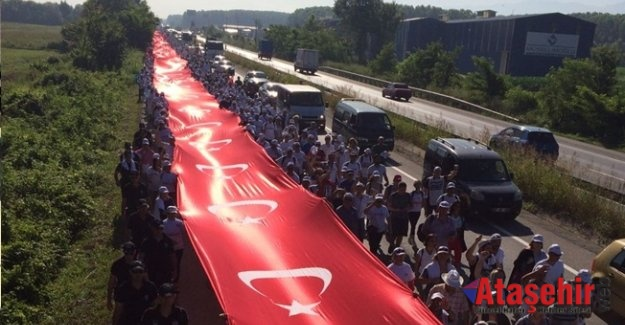 Adalet Yürüyüşü'nde dev Türk Bayrağı açıldı