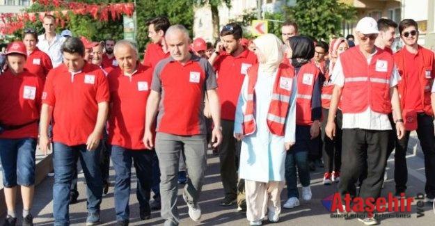 """Kızılay, """"15 Temmuz Demokrasi ve Milli Birlik Günü""""nde meydanlara indi"""