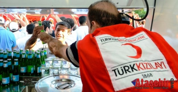 """Kızılay, """"15 Temmuz Demokrasi ve Milli Birlik Günü""""nde meydanlarda olacak"""