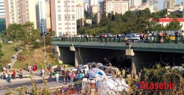 Kadıköy'de beton mikseri, aracın üstüne uçtu: 1 ölü, 5 yaralı
