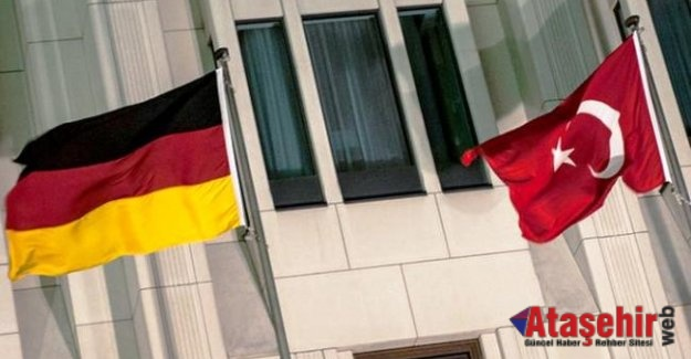 Almanya diplomatik pasaportlu 196 Türk'e iltica hakkı tanındı.