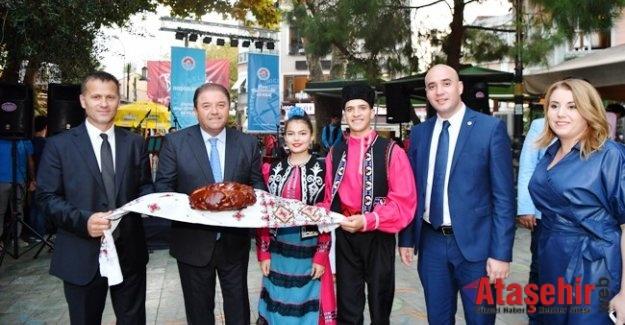 Gagavuzlar halk oyunlarıyla Maltepelileri büyüledi