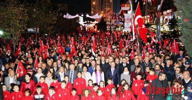 """ATAŞEHİRLİLER """"CUMHURİYET ADALETTİR"""" DEDİ"""