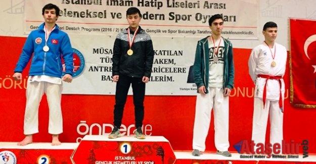 İmam hatipler karate şampiyonası yapıldı