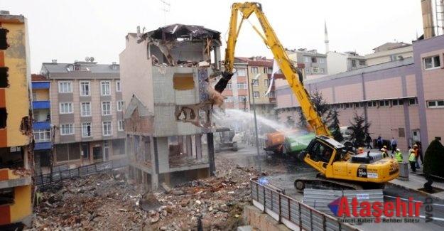 Özhaseki'den Belediyelere dönüşüm tepkisi: Rantı halka dağıtsaydın!