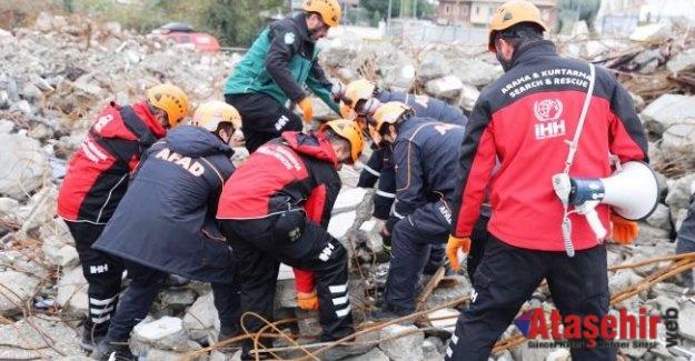 Zeytinburnu'nda Gerçeği Aratmayan Deprem Tatbikatı