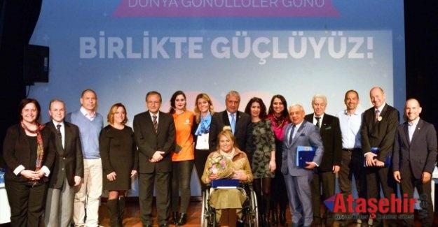 AKUT Vakfı Başkanı, Dünya Gönüllüler Günü Panelinde
