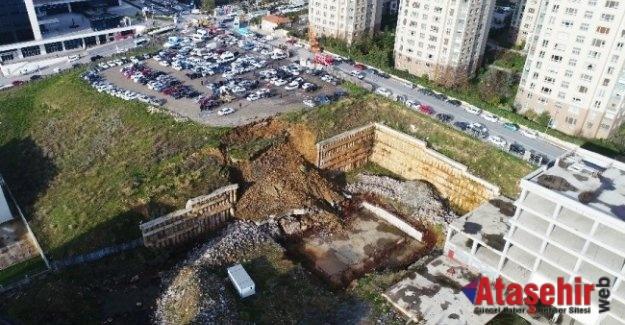 Ataşehir'de yarım kalan okulunun duvarı çöktü