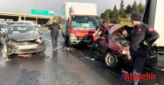 Ataşehir TEM Otoyolu'nda zincirleme kaza: 3 yaralı