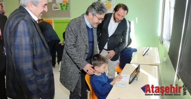 Ömer Faruk Yelkenci, Ataşehir'de BİLSEM'i ziyaret etti