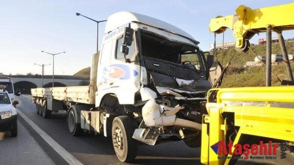 Ataşehir TEM'de Zincirleme Kaza! 6 Araç Birbirine Çarptı