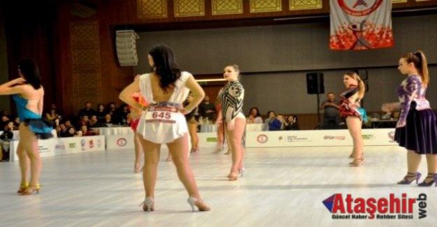 İstanbul'da Salsa Dans 2. Etap Yarışmaları Yapıldı