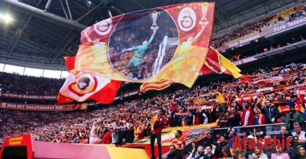 Galatasaray-Beşiktaş derbisinde sezonun seyirci rekoru kırıldı.