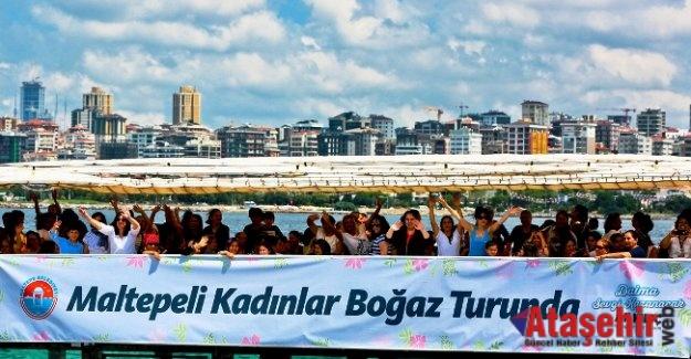 Yüzlerce kadın tekne turunda buluştu