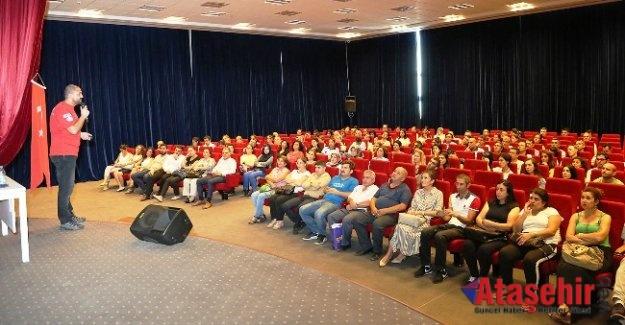 """Ataşehir Belediye personeli """"Temel Afet Bilinçlenme"""" seminerine katıldı."""