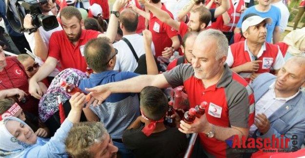 Kızılay, 15 Temmuz'da yine meydanlarda halkın yanında