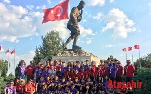 İZCİLER 30 AĞUSTOS ZAFERİNİ ANMAK İÇİN YÜRÜDÜ