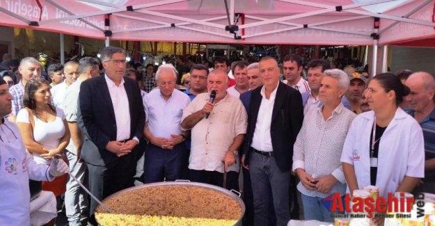 ATAŞEHİR'DE AŞURE KAZANLARI KAYNAMAYA BAŞLADI