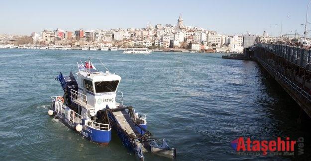 İSTANBUL'DA DENİZDEN 140 KAMYON ÇÖP TOPLADI
