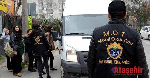 POLİS OKULLARDA DENETİM YAPTI
