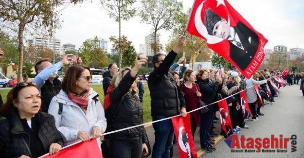 """KADIKÖY'DE"""" ATA'YA SAYGI ZİNCİRİ"""""""