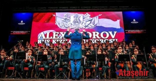 Aleksandrov Rus Kızılordu Korosu İstanbul'da konser verdi