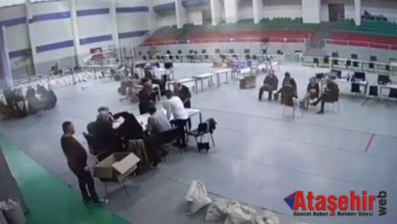 Oy sayımları bu ekrandan takip ediliyor