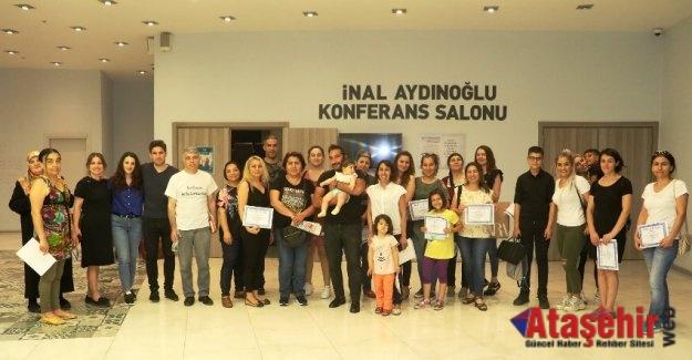 """Ataşehir'de """"Alaylı Ebeveyn"""" atölyesi anne babalardan yoğun ilgi gördü."""