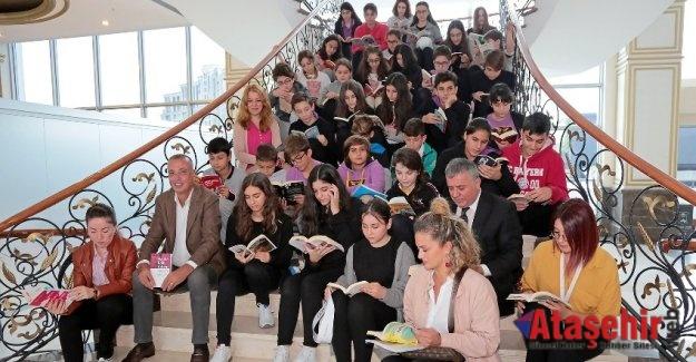 BATTAL İLGEZDİ'DEN KİTAP PROJESİNE DESTEK
