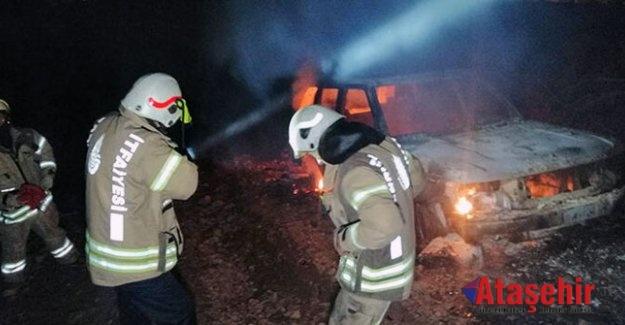 Ataşehir'de ormanlık alanda araç yangını