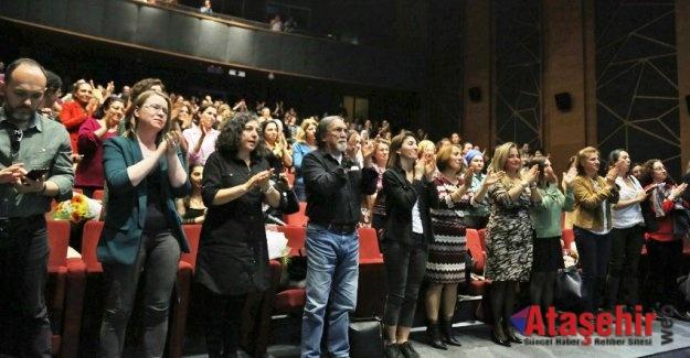 """NAZAN KESAL ATAŞEHİR'DE """"YARALARIM AŞKTANDIR"""" DEDİ"""
