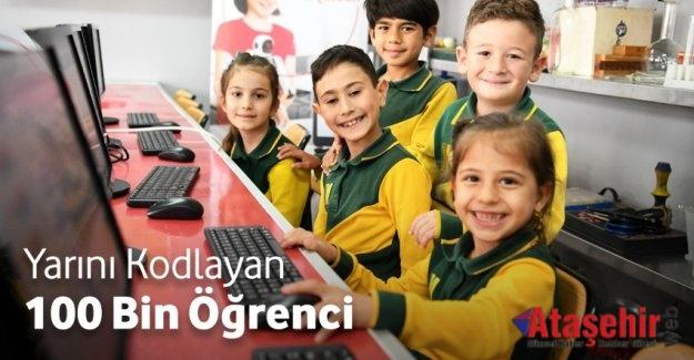 """""""YARINI KODLAYANLAR"""" PROJESİ 100 BİNİ AŞKIN ÇOCUĞA ULAŞTI"""
