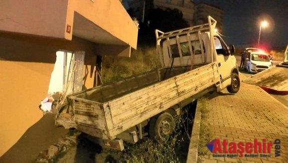 Ataşehir'de bir kamyonet yatak odasına girdi