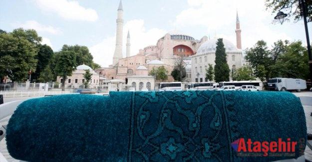 Ayasofya Camii'ne özel üretim halılar hazır