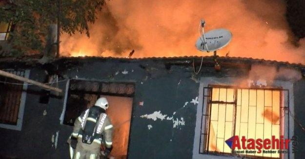 Ataşehir'de bir gecekondu alev alev yandı.